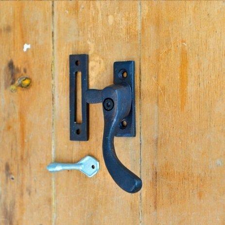 Forged Pear Drop Casement Window Fastener (Lockable)
