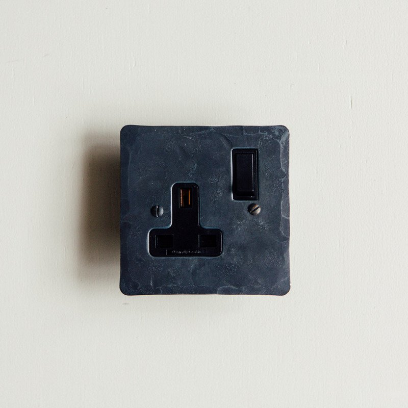 13 Amp Switched Socket - Black Waxed