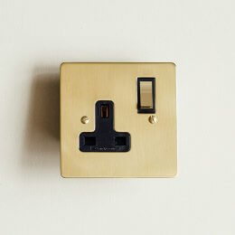 13 Amp Switched Socket - Polished Brass