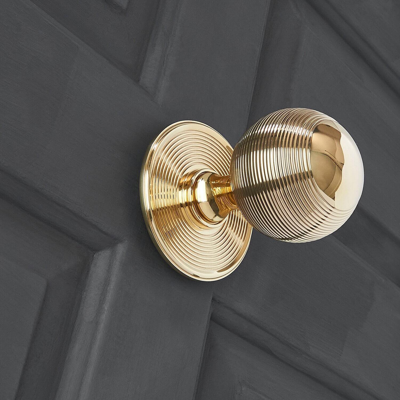 Beehive Door Pull - Polished Brass